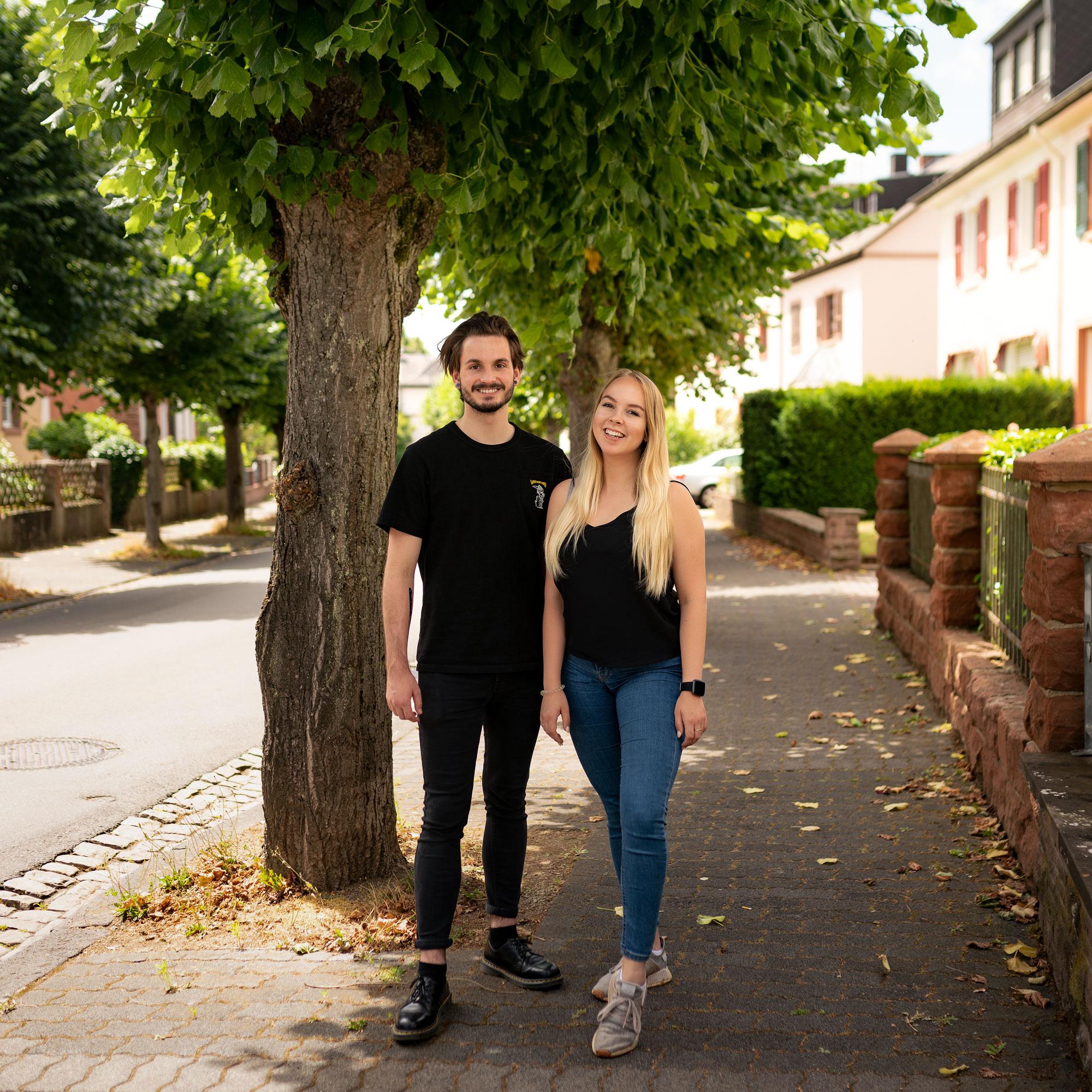 Dennis Adams und Tina Löwen bestehen erfolgreich ihre Ausbildung zum Mediengestalter